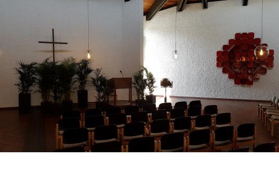 Hallenbegrünung (Beispiel Friedhof Schorndorf, halbe Halle)